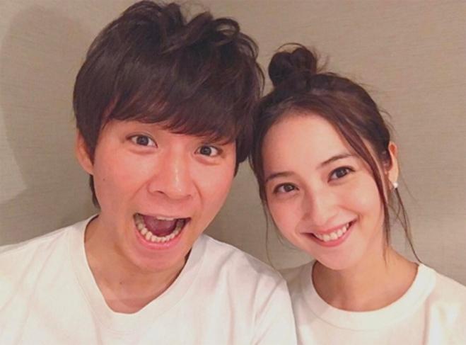 <p> Sasaki và Watabe ban đầu chỉ coi nhau như những người bạn. Dần dà, họ tìm thấy sự đồng cảm trong suy nghĩ và bắt đầu có những cuộc hẹn hò. Từng tự ti về ngoại hình, Watabe sau một thời gian mới lấy hết can đảm để theo đuổi Sasaki.</p>
