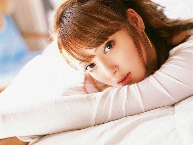 """<p> Gia nhập làng giải trí từ năm 14 tuổi, Nozomi Sasaki được người mẫu Emi Suzuki phát hiện và giới thiệu làm mẫu ảnh cho nhiều tạp chí. Đến cuối năm 2007, cô trở thành gương mặt """"đinh"""" cho tạp chí thời trang <em>Pinky,</em> được nhiều khán giả mến mộ.</p>"""