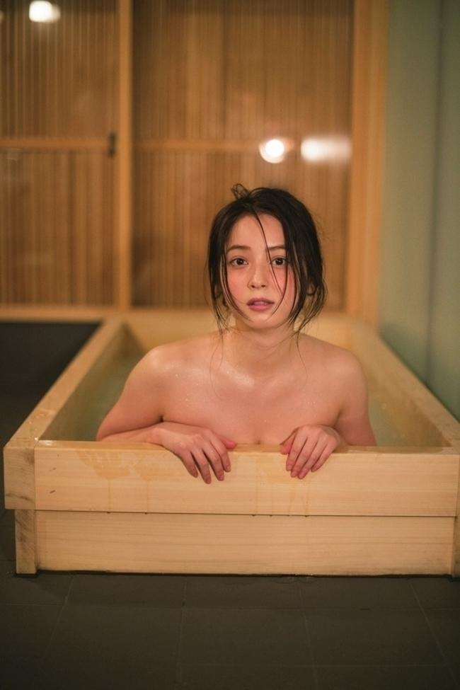 """<p> Nhờ hiệu ứng của vai diễn, Nozomi Sasaki lên nhanh như diều gặp gió. Cuối năm 2010, cô lấn sân sang âm nhạc. Cách đây gần 10 năm, hình ảnh của Nozomi Sasaki phủ sóng rộng khắp. Cô trở thành gương mặt bảo chứng cho sức hút của các nhãn hàng và là """"nữ hoàng quảng cáo"""" của Nhật Bản.</p>"""