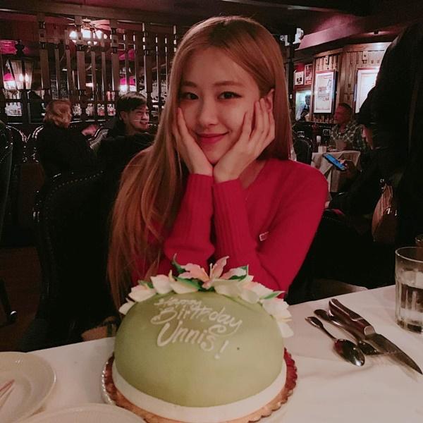 Rosé mừng sinh nhật sớm ở Los Angeles.