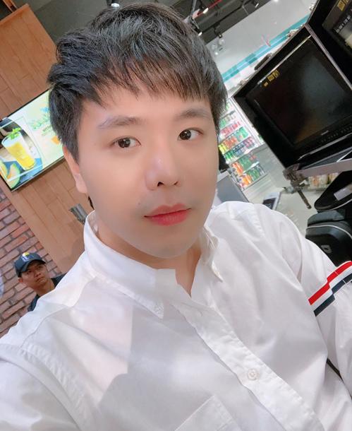 Hàng loạt sao Việt cùng yêu thích chiếc áo trắng này, biến nó thành item hot nhất những ngày cuối 2018, đầu 2019.