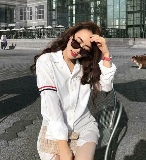 Dịp Tết 2019, chiếc áo theo chân nhiều trai xinh gái đẹp xuống phố, xuất hiện nhiều đến quen mặt.