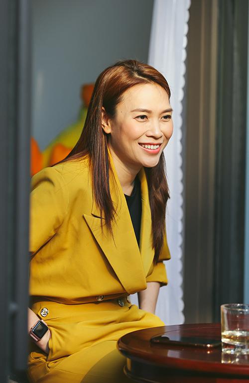 Giọng ca gốc Đà Nẵng xúc động, luôn nở nụ cười hạnh phúc suốt cuộc gặp mặt.