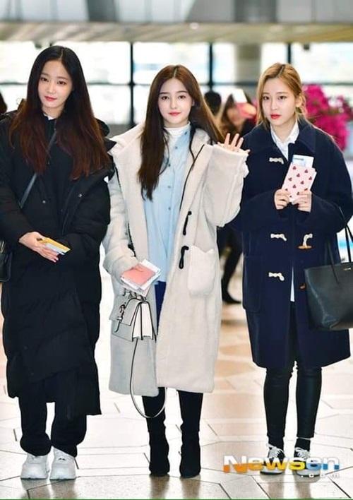 Áo phao, áo khoác bông và áo nút gỗ là những item khó lỗi mốt trong mùa lạnh.