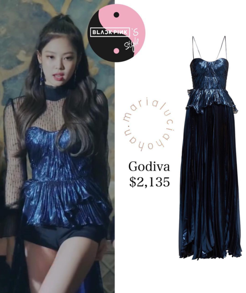 Vốn được fan mệnh danh là nàng công chúa của nhà YG, Jennie luôn được ưu ái khoác lên những bộ cánh biểu diễn đắt tiền và đậm chất sang chảnh. Chỉ trong một vài phân cảnh của MV mà nữ idol đã diện ngay bộ váy trị giá 50 triệu đồng.