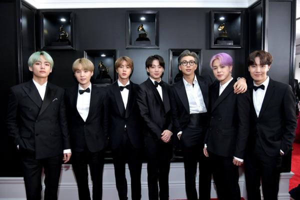 Tối 10/2 (giờ địa phương), BTS tham dự Grammy 2019 tại trung tâm Staples ở Los Angeles, Mỹ. Mặc dù có rất nhiều tên tuổi đình đám của làng nhạc Âu Mỹ, BTS vẫn không hề mờ nhạt. Các chàng trai chứng tỏ sức hút khi được báo chí và người hâm mộ vô cùng quan tâm.