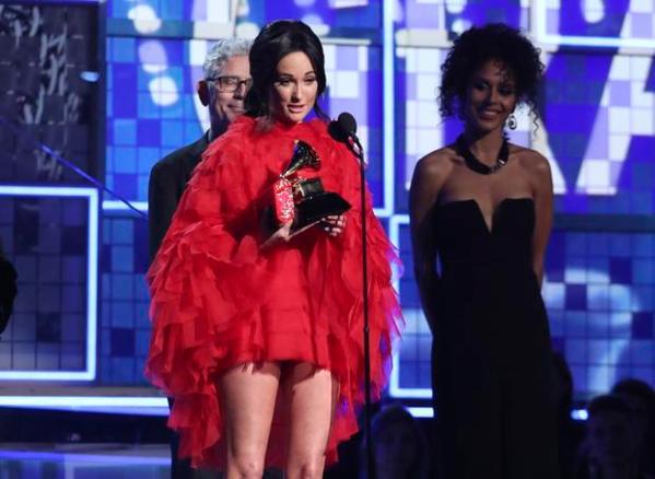 Kacey Musgraves nhận được giải thưởng quan trọng Album of the year.
