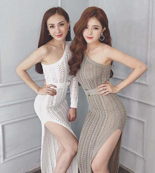 Cả hai còn cùng có vóc dáng nóng bỏng và chuộng phong cách ăn mặc gợi cảm, nữ tính.