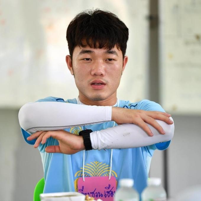 <p> Tiền vệ đội tuyển Việt Nam sẽ mang số áo 21, và hưởng mức lương cao nhất trong số những cầu thủ Đông Nam Á đang thi đấu cho Buriram United.</p>