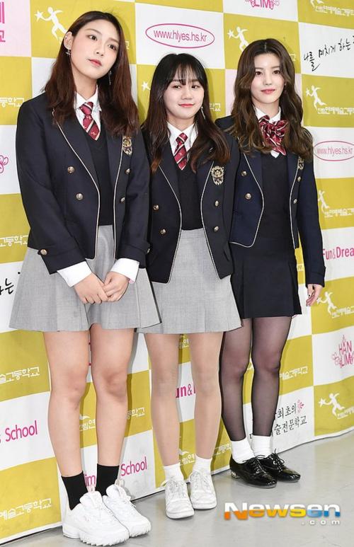 Lễ tốt nghiệp idol: Tzuyu gây choáng vì nhan sắc cực phẩm, đụng độ mỹ nhân IZONE - 6
