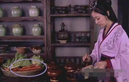 Cà rốt đến năm 1550 mới xuất hiện lần đầu tiên tại Trung Quốc. Trong khi đó, món củ này đã có từ thời Tây Hán trong phim Mỹ nhân tâm kế.