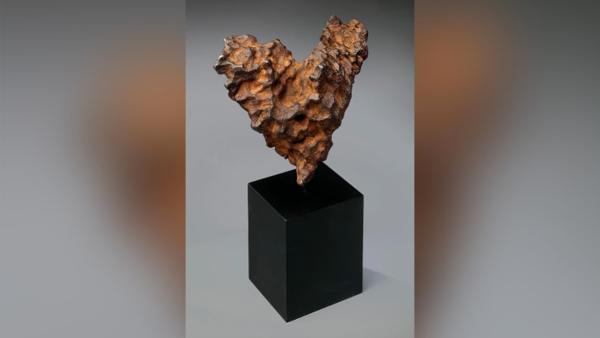 Thiên thạch hình trái tim độc nhất được bán đấu giá vào Lễ tình nhân - 1