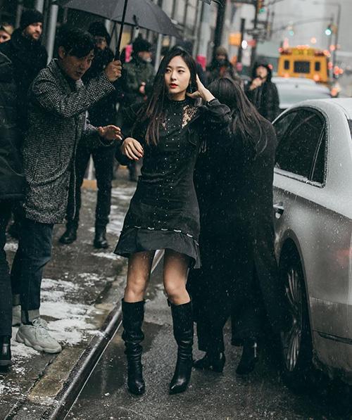 Ngày 13/2, Krystal xuất hiện tại