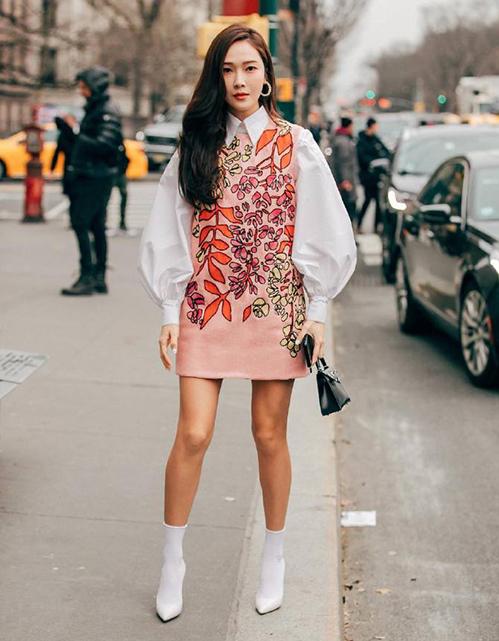 Jessica là khách mời quen thuộc trong các show thời trang ở New York Fashion Week năm nay.Carolina Herrera