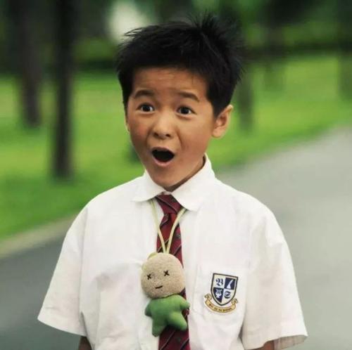 Bất chấp lời ngăn cản của mọi người, Châu Tinh Trì vẫn quyết định chọn một cô bé cho vai diễn này. Mới 9 tuổi, Từ Kiều đã gây bất ngờ khi hóa thân thành một cậu bé ngốc nghếch, nghịch ngợm.