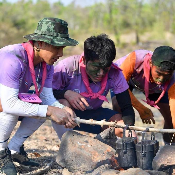 <p> Những hoạt động kiểu nhà binh như ngụy trang, nấu cơm dã chiến... giúp Xuân Trường và các đồng đội mới có thêm sự gắn kết.</p>