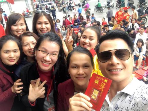 MC Danh Tùng khoe thành quả mua bán đầu nămsau thời gian dài xếp hàng chờ đợi.