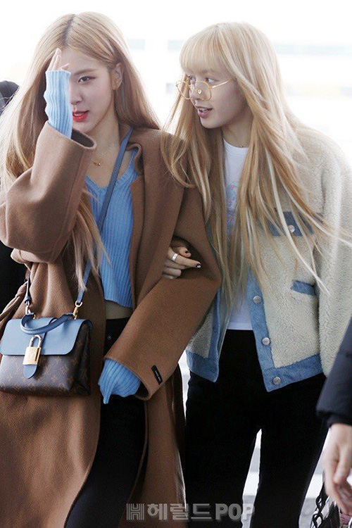 Rosé và Lisa được ca ngợi là 2 thiên thần tóc vàng.