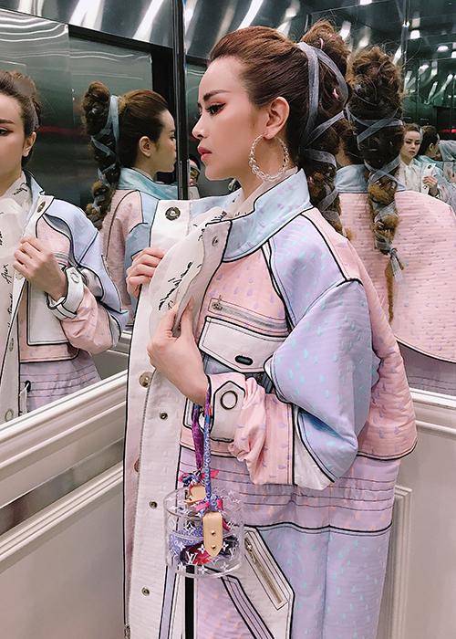 Vốn được mệnh danh như một hoa hậu hàng hiệu của Vbiz, Sella Trương rất đầu tư cho mỗi lần xuất hiện.