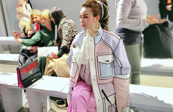 Cô hiện sống ở Mỹ, ít khi tham dự các sự kiện tại Việt Nam. Đang hoạt động trong lĩnh vực thời trang nên Sella Trương ưu tiên đến xem các fashion show.