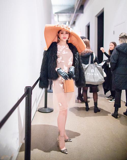 Sella Trương cho biết việc tham dự các show thời trang đẳng cấp giúp cô có thêm nhiều cảm hứng phối đồ.