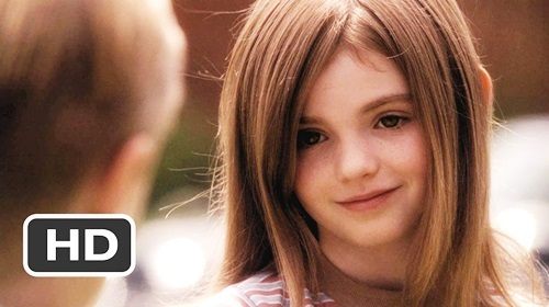 Morgan Lily vào vai Juli Baker lúc nhỏ, khi mới vướng vào lưới tình với cậu bạn Bryce. Nữ diễn viên sinh năm 2000 được ca ngợi có khuôn mặt đẹp như thiên thần.