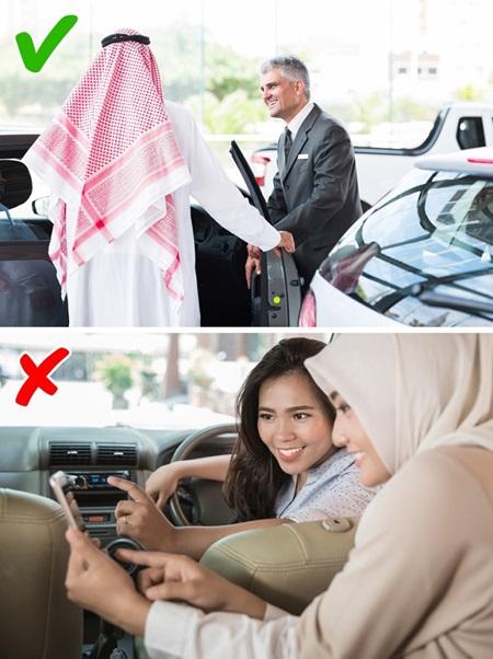 Con gái Ả Rập khổ sở với những quy tắc hà khắc - 1