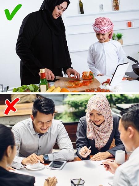 Con gái Ả Rập khổ sở với những quy tắc hà khắc - 7