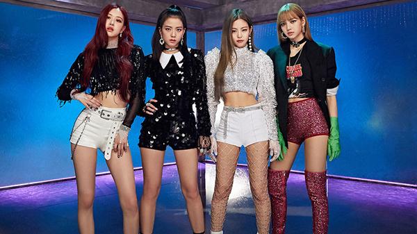 Cả hai nhóm đều có phong cách chủ đạo là girl crush.