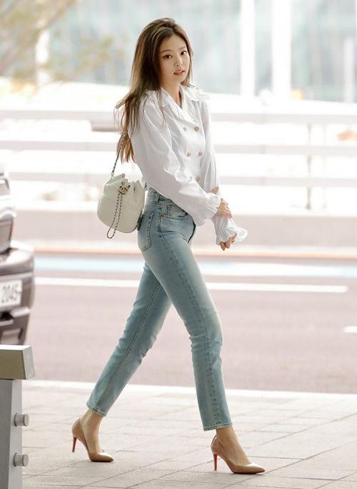 Chỉ để phục vụ mục đích di chuyển, cục cưng của YG không ngại chi hàng chục triệu đồng cho một bộ đồ mặc một lần rồi cất tủ.