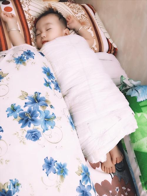 Con trai gần 5 tháng tuổi của vợ chồng Lâm Khánh Chi.