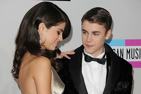 Tìm người vậy đâu có khó. Justin Bieber là một ví dụ nè, anh ấy ngày xưa cũng nhìn Selena như vậy đấy và xem giờ anh ấy cưới ai rồi.