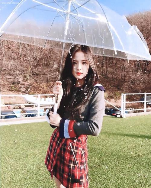 Đẳng cấp nhan sắc của nữ thần Ji Soo (Black Pink) là không thể đùa được.
