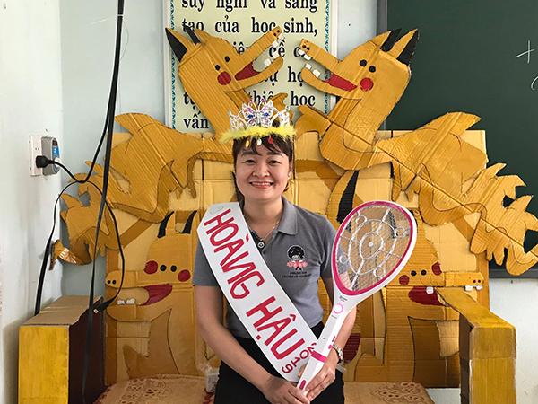 Giáo viên chủ nhiệm của lớp được học sinh phong là hoàng hậu.
