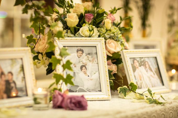 <p> Lấy tông màu trắng vàng làm chủ đạo thể hiện sự sang trọng và hiện đại. Toàn đại cảnh được trang trí bằng hoa hồng, hoa cẩm tú cầu và hoa thạch thảo. Cô dâu tiết lộ lý do chọn các loài hoa này vì thể hiện sự nhẹ nhàng, tinh tế và thuỷ chung.</p>