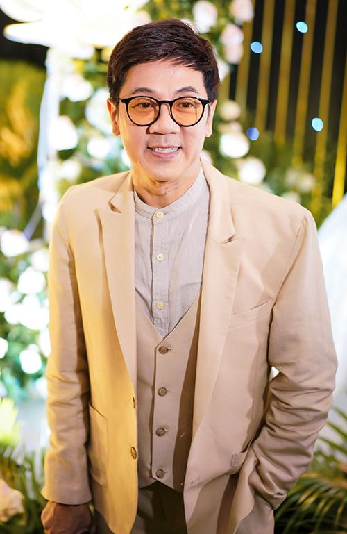 Nghệ sĩ Thành Lộc có mặt từ sớm để chúc mừng hạnh phúc.