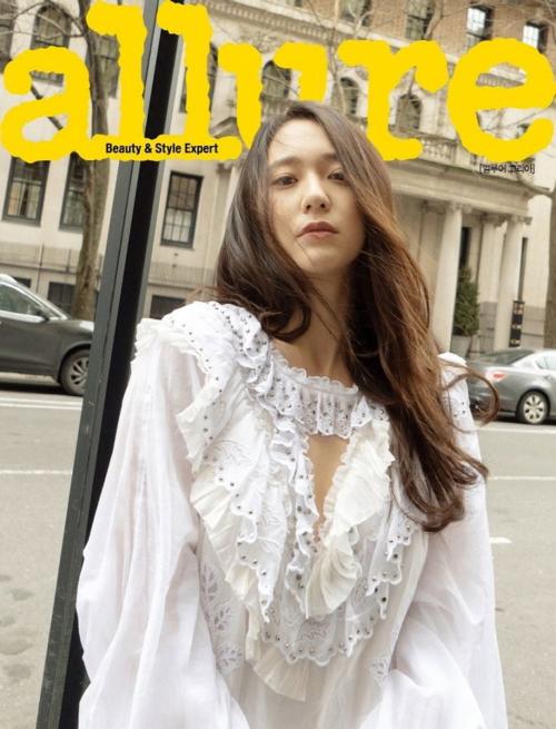 Song Hye Kyo, Sulli, Jennie cạnh tranh danh hiệu nữ thần trang bìa trên tạp chí số tháng 3 - 6