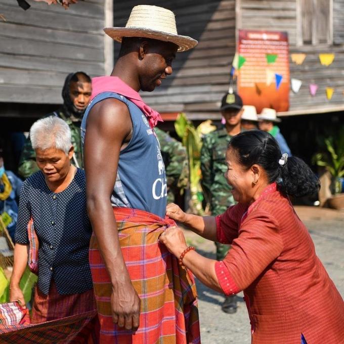 <p> Những người nông dân ở làng Ban Sanuan cũng là những người hâm mộ của Buriram. CLB nhiều thành tích nhất Thai League sẽ thi đấu trận tiếp vào ngày 23/2 với Chonburi.</p>