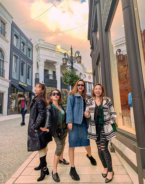 Minh Hằng đang có chuyến vi vu ở Mỹ cùng những người bạn thân thiết.