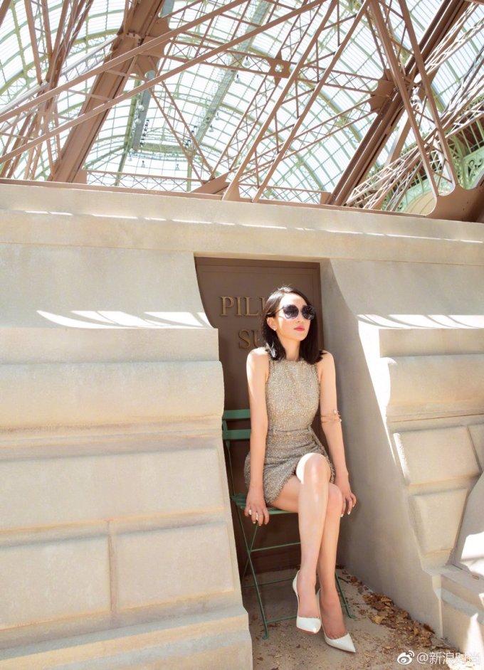 """<p> Nhiều fan nhận xét, Châu Tấn là người hội tụ những phẩm chất đặc trưng của một """"phụ nữ Chanel"""": đẳng cấp, độc lập, có chút bất cần và sở hữu một khí chất không thể diễn tả.</p>"""