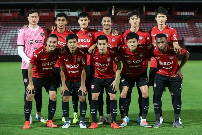 """<p> Tối 19/2, để chuẩn bị cho Thai League 1 sắp khởi tranh, CLB Muangthong United có trận giao hữu với CLBSamut Sakhon. Được sự tin tưởng từ HLVPairoj Borwonwatanadilok, Văn Lâm chơi trọn vẹn 90 phút nhưng anh <a href=""""https://ione.vnexpress.net/tin-tuc/nhip-song/hong/fox-sports-van-lam-mac-sai-lam-ngo-ngan-trong-tran-ra-mat-3883518.html"""">mắc sai lầm</a> ở bàn thua của đội nhà.</p>"""