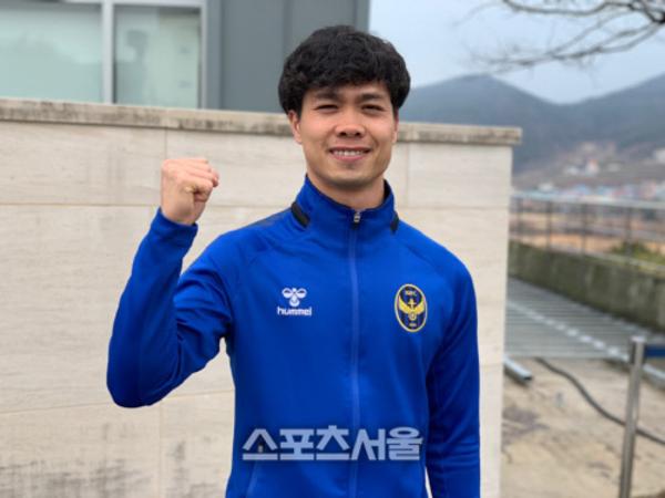 Công Phượng khoác áo Incheon United. Ảnh: Sports Seoul