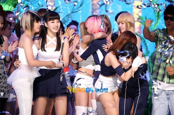 Miss A từng có 6 năm giữ kỷ lục girlgroup giật cúp nhanh nhất - 22 ngày. Nhóm giành chiến thắng đầu tiên trong sự nghiệp vào ngày 22/7/2010 với ca khúc đầu tay Bad Girl Good Girl.Thành tích này được đánh giá là vô cùng ấn tượng với một tân binh, trong bối cảnh các phương tiện truyền thông chưa phổ biến và cách tính điểm thời trước cũng khắt khe hơn bây giờ.