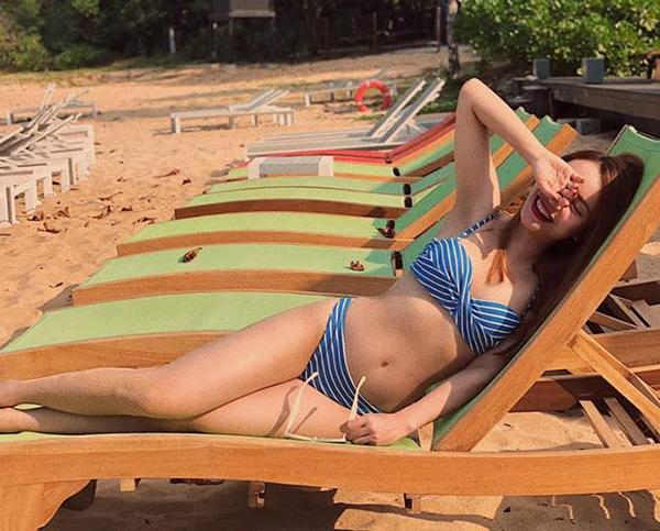 Yến Trang khoe vóc dáng nóng bỏng với bikini trên biển Phú Quốc.
