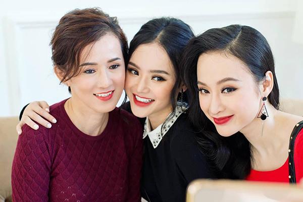 Ba mẹ con, chị em Angela Phương Trinh rạng rỡ, xinh đẹp chẳng khác gì ba chị em.