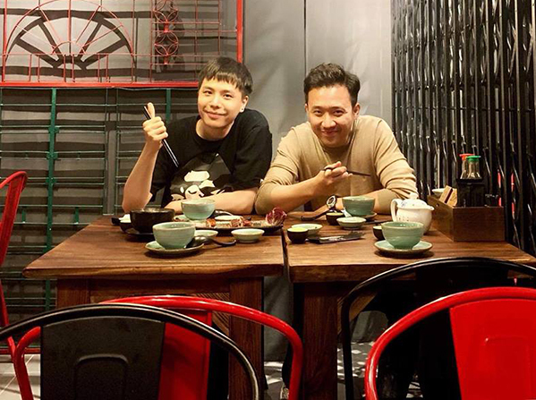 Trịnh Thăng Bình đi ăn cùng bạn thân Trấn Thành.