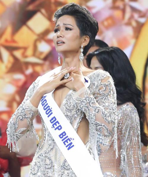3. HHen NiêHHen Niê đăng quang Hoa hậu Hoàn vũ Việt Nam 2017. Một năm sau đó, cô đại diện Việt Nam tham dự Miss Universe 2018 và tạonên kỳ tích khi vào top 5 chung cuộc.