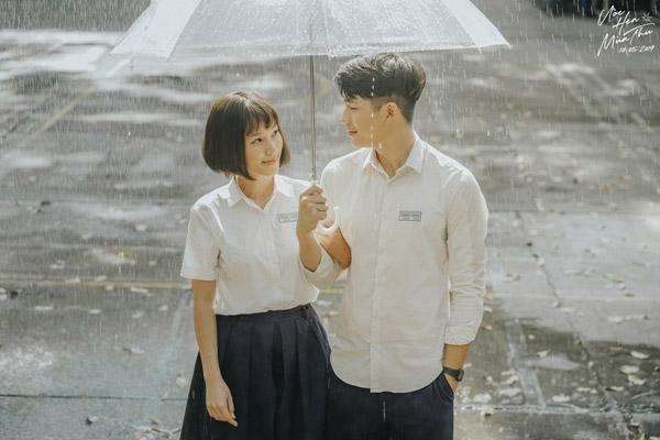 Ngoài đời là cặp chị em chênh nhau đến 8 tuổi nhưng Hoàng Oanh - Trần Quốc Anh vẫn rất đẹp đôi trong mối tình học đường ngọt ngào, lãng mạn trên phim.