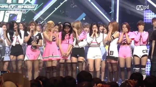 5/5/2016 tại sân khấu M!Countdown, Eun Ji (Apink) và Twice là hai ứng cử viên cho vị trí quán quân. Và vượt qua tiền bối, Twice đã giành được chiến thắng đầu tiên trên một show âm nhạc cuối tuần cho ca khúc Cheer Up. Chiến thắng này đặc biệt có ý nghĩa với Twice bởi nó kỷ niệm 200 ngày debut.