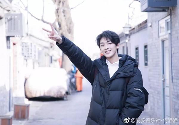 Kha Lạc Lạc (tên thật là Từ Nhất Ninh) cũng tham dự kỳ thi tuyển sinh vào trường nghệ thuật năm  nay. Anh chàng là ca sĩ, diễn viên, thành viên của Yi An Musical, gần  đây tham gia Produce 202.